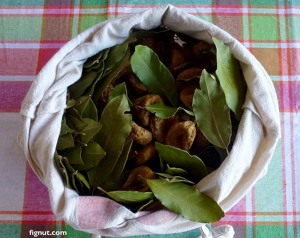 This image has an empty alt attribute; its file name is dried-figs-stored-in-bag1-1024x810.jpg