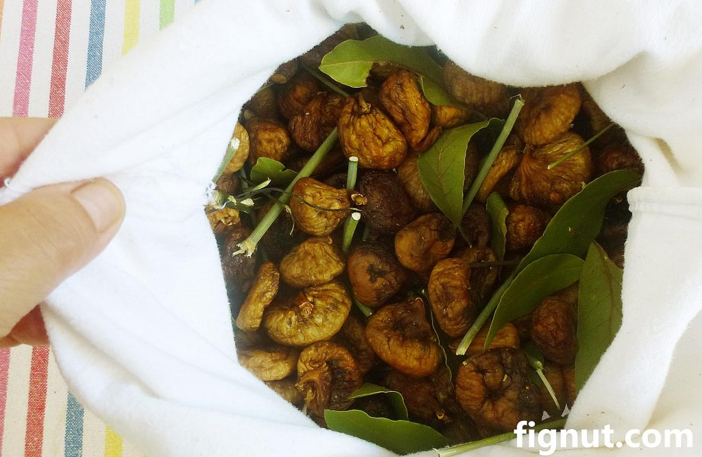 Dried figs stored in the cotton bag
